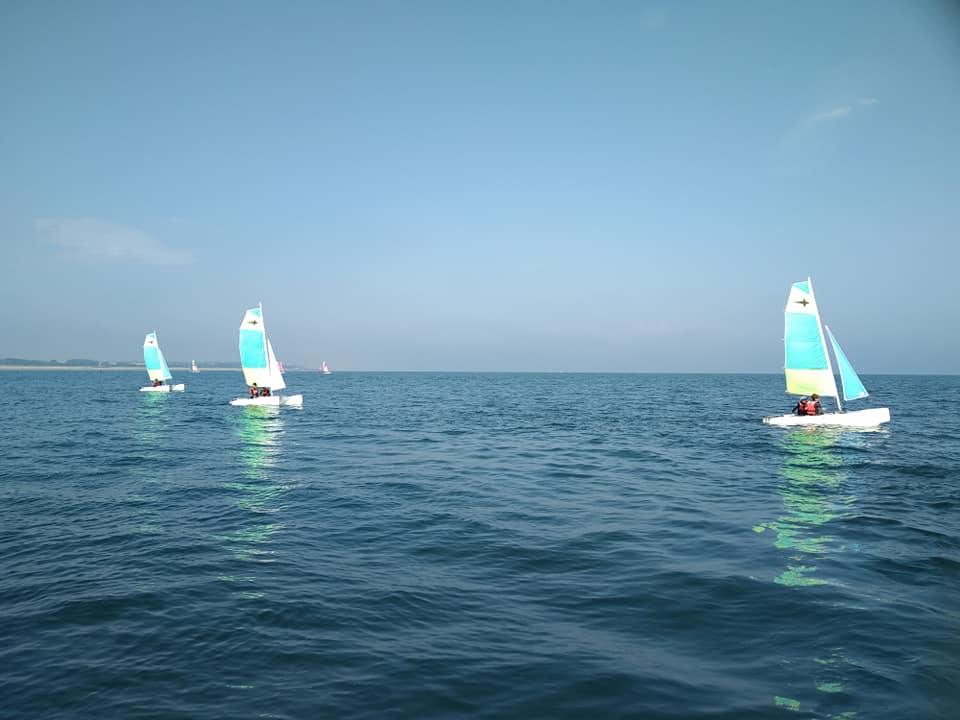 Photo du Offre de Stage de Catamaran 5 jours, du 19 au 23 juillet 2021 - Stage Catamaran 10.5 Ete 2021 proposé par ECOLE DE VOILE DE COURSEULLES affilié à la Fédération Française de Voile