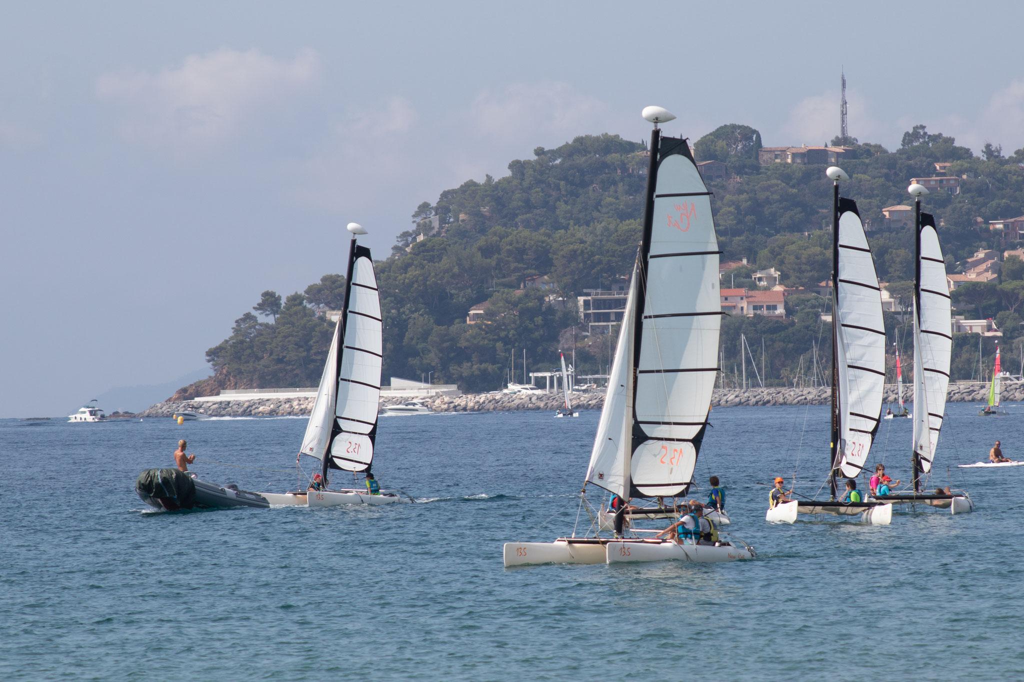 Photo du Offre de Stage de Catamaran 5 jours, du 12 au 16 juillet 2021 - Stage New Cat 13.5 proposé par MAIRIE DE LA CROIX VALMER - CENTRE NAUTIQUE affilié à la Fédération Française de Voile