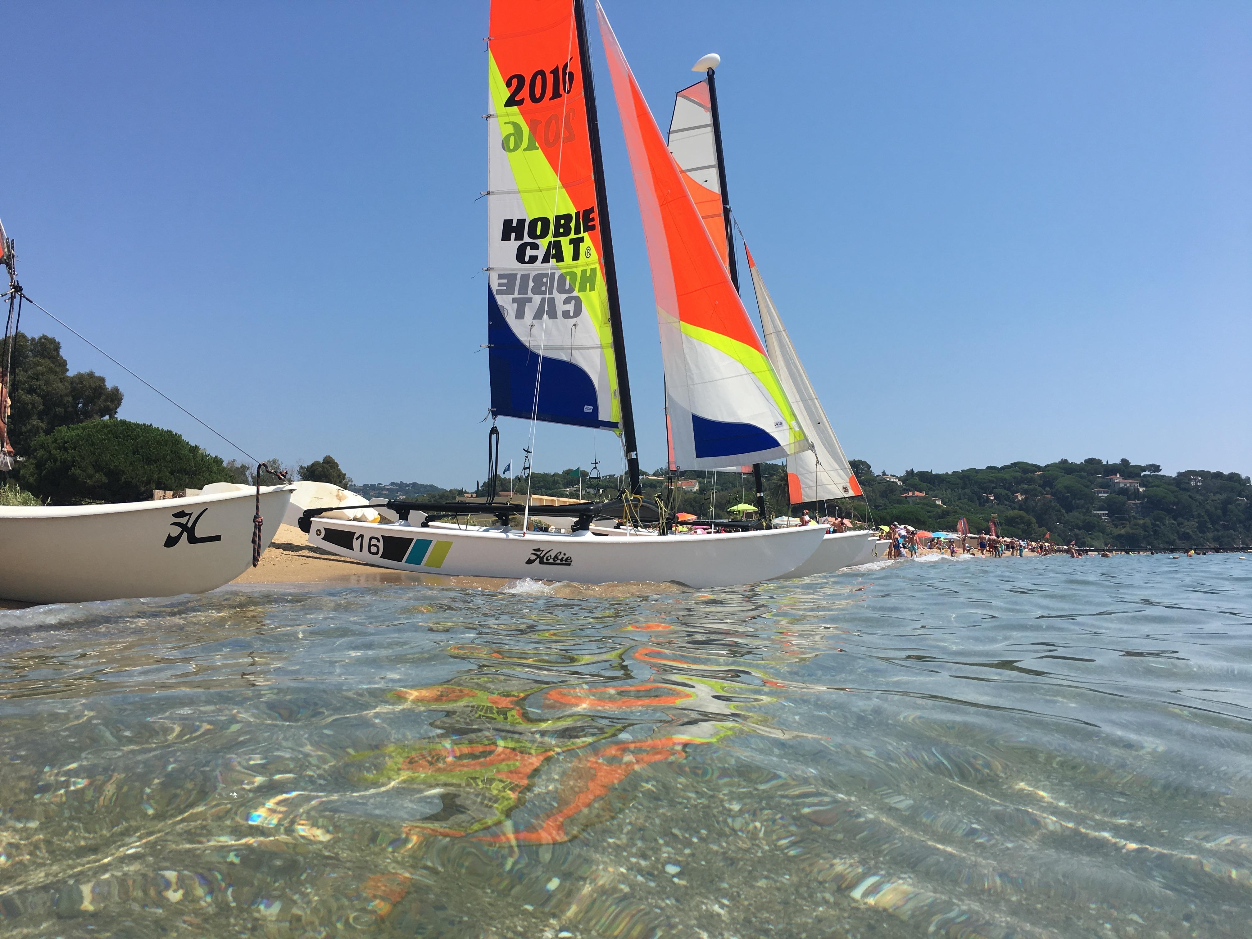 Photo du Offre de Stage de Catamaran 153 jours, du 1er mai au 30 septembre 2021 - Cours Particuliers proposé par MAIRIE DE LA CROIX VALMER - CENTRE NAUTIQUE affilié à la Fédération Française de Voile