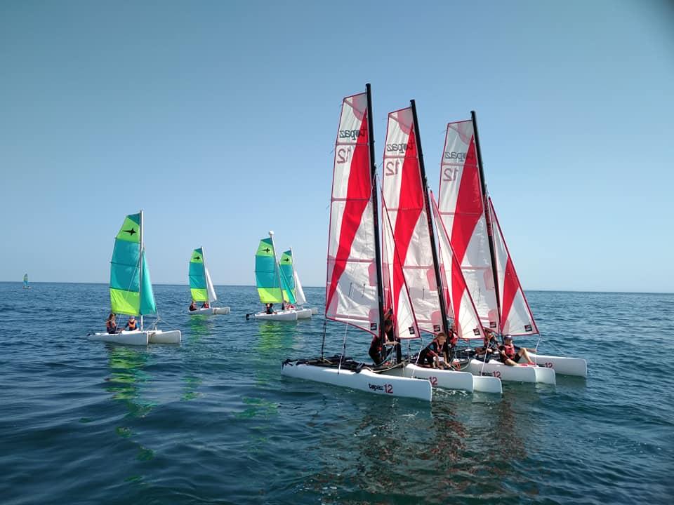 Photo du Offre de Stage de Catamaran 5 jours, du 12 au 16 juillet 2021 - Stage Catamaran 12 Ete 2021 proposé par ECOLE DE VOILE DE COURSEULLES affilié à la Fédération Française de Voile